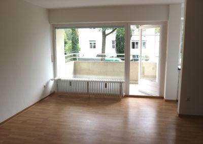 02-Wohnzimmer m. Balkon