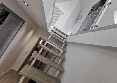 25-Treppenaufgang DG