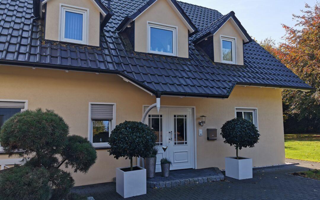Hüllhorst Schnathorst – Zweifamilienhaus mit Gewerbehalle