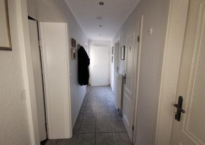 01-Zwischen Wohnhaus und Halle