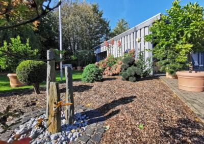 13-Garten mit Carport
